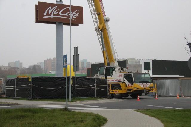 Trwa budowa restauracji sieci McDonald's przy DK 94 w Dąbrowie Górniczej