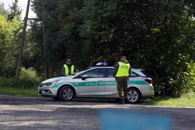 - Od początku roku prób nielegalnego przekroczenia granicy było 18,3 tys. To naprawdę olbrzymia liczba- poinformowała podczas briefingu prasowego ppor. Anna Michalska rzecznik prasowy komendanta Głównego Straży Granicznej.