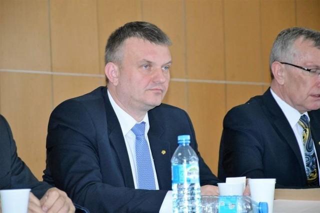 U Mariusza Bądziora, starosty powiatu sieradzkiego potwierdzono koronawirusa. Starosta przebywa w szpitalu jednoimiennym w Łodzi.CZYTAJ DALEJ NA NASTĘPNYM SLAJDZIE