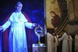 Święty Jan Paweł II pierwszy walczył z pedofilią w Kościele i nigdy jej nie chronił. Poruszający apel środowiska przyjaciół Papieża-Polaka