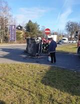 Poważny wypadek na Zgierskiej i na ul. Brzezińskiej w Łodzi! Skoda zderzyła się z tramwajem i osobowa kia z autem ciężarowym ! ZDJĘCIA
