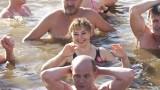 Pierwsze kąpiele morsów w jeziorze Gieret (zdjęcia)