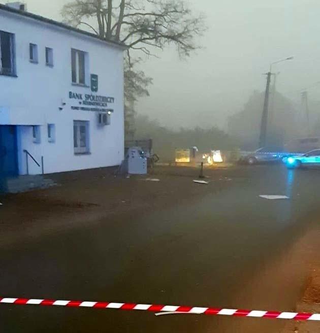 Nieznani sprawcy wysadzili w powietrze bankomat BS w Skierniewicach