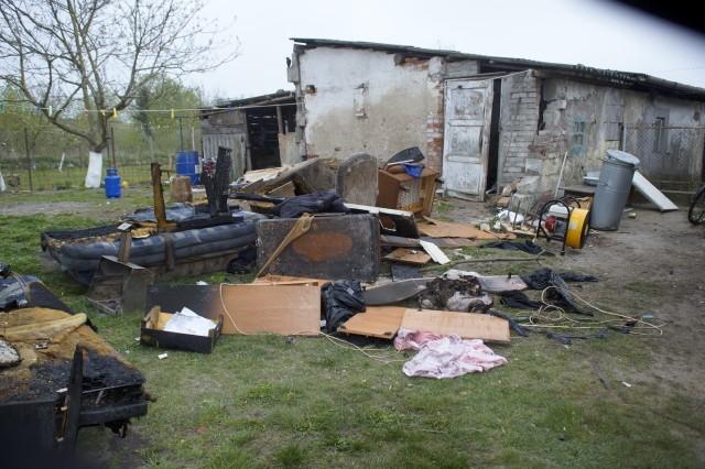 Do kolejnego pożaru mieszkania w domku jednorodzinnym, doszło w naszym rejonie, tym razem w miejscowości Głuszynko (gm. Potęgowo). Na szczęście, żaden z mieszkańców w pożarze nie ucierpiał. Natomiast, dobytek, spłonął doszczętnie.