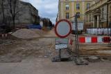 Modernizacja ulicy Tuwima nabiera rozpędu. Kładzione są już nowe chodniki!
