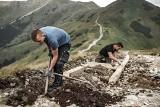 Tatry. Remonty szlaków idą pełną parą. To ciężka ręczna robota [ZDJĘCIA]