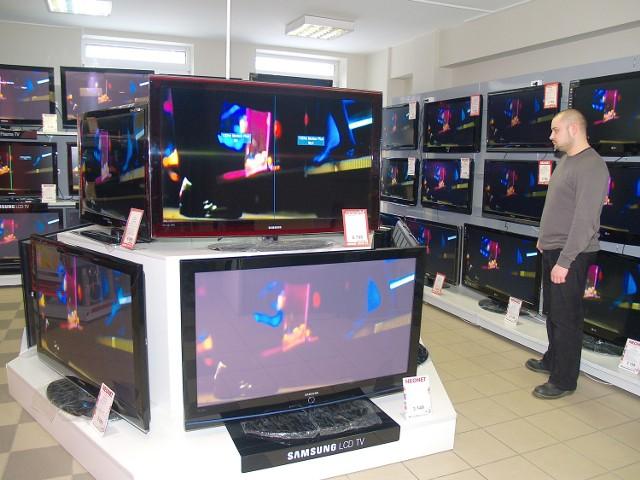 Wybierając nowy telewizor, warto pamiętać o kilku żelaznych zasadach.