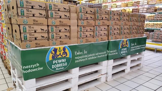 Auchan Retail Polska wycofa ze sprzedaży świeże jajka z chowu klatkowego.