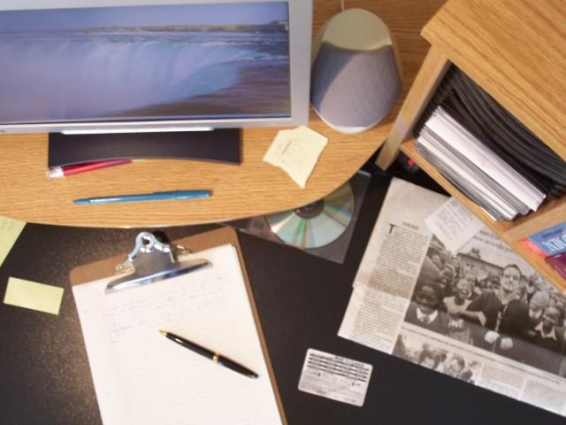 Biuro w domuObecnie większość osób, które pracują na zasadzie samozatrudnienia, na siedziby firm wyznacza własne lub wynajmowane mieszkanie.