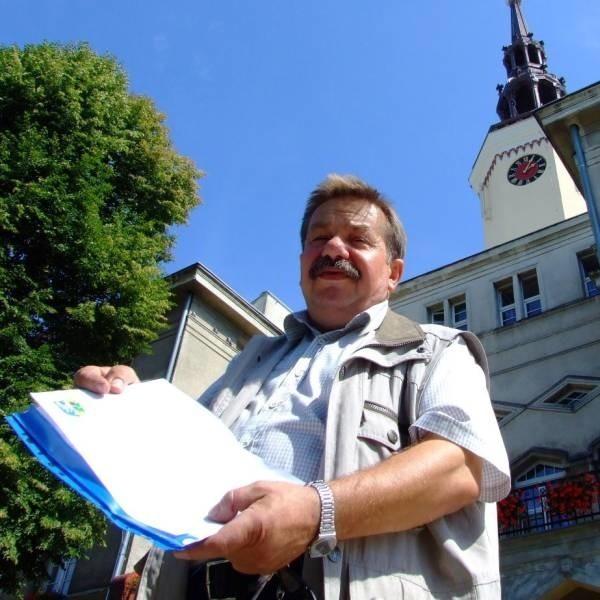 - Na apel gminy odpowiedziało kilkanaście lokalnych firm. Już zadeklarowały, że przekażą środki czystości, odzież roboczą i materiały budowlane - wymienia Jan Bogusz z urzędu miejskiego.