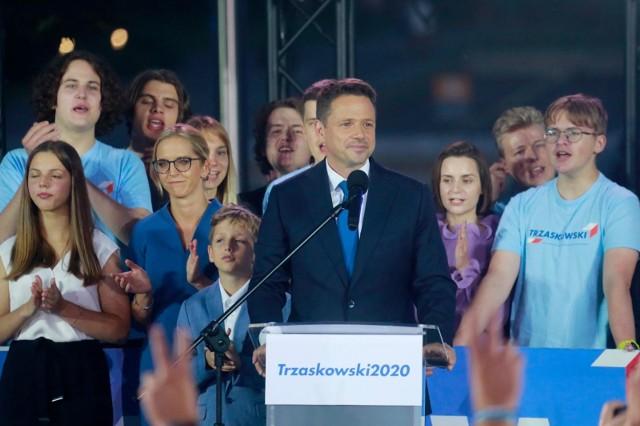 """Rafał Trzaskowski pogratulował Andrzejowi Dudzie. """"Oby ta kadencja była rzeczywiście inna"""""""