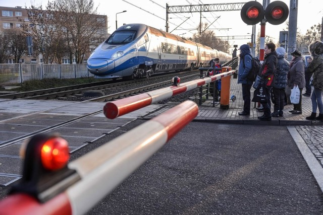 Po protestach wybrany zostanie inny wariant trasy szybkiej kolei do CPK?