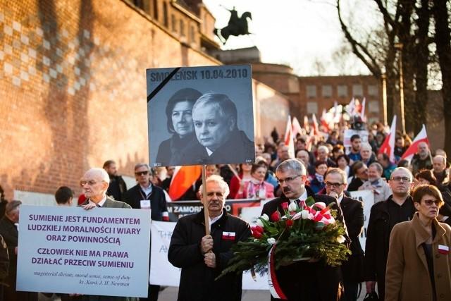 Krakowianie uczcili pamięć o ofiarach katastrofy smoleńskiej