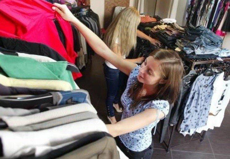 1577e5e4b Co zrobić z używanymi ubraniami? Można je oddać m.in. do punktów Caritas