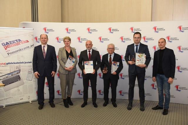 """Uczestnicy kategorii """"Nabiał"""". Drugi od prawej: Tomasz Puławski ze Spiżarni  hrabiny Potulickiej w Ślesinie, trzeci: Piotr Wysokiński, prezes Agromleczu."""