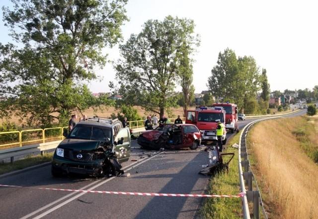Do zderzenia dwóch samochodów doszło na wiadukcie tuż przed Nieżychowicami.