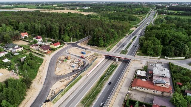 """Budowa """"siódemki"""" od Grójca do Tarczyna jest na finiszu. Teraz Generalna Dyrekcja Dróg Krajowych i Autostrad czeka na ostatnie formalności, żeby podpisać umowę na odcinek Tarczyn - Lesznowola. Wykonawca na wykonanie zadania będzie miał aż 2,5 roku."""