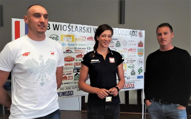 Od lewej: wioślarze Wisły Grudziądz Mateusz Wilangowski i Marta Wieliczko oraz Jakub Urban, trener wioślarskiej kadry kobiet