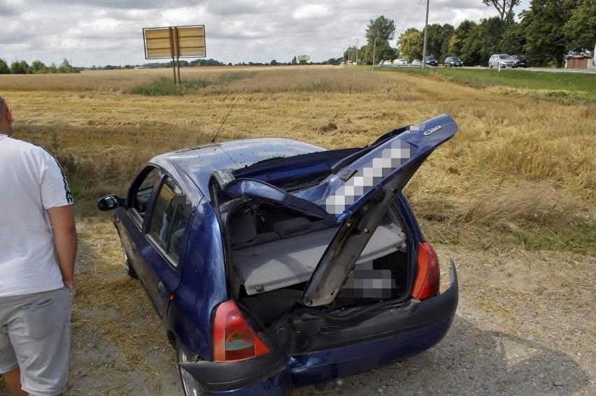 Motocyklista wjechał w samochód. Zdarzenie drogowe w Sąborzu