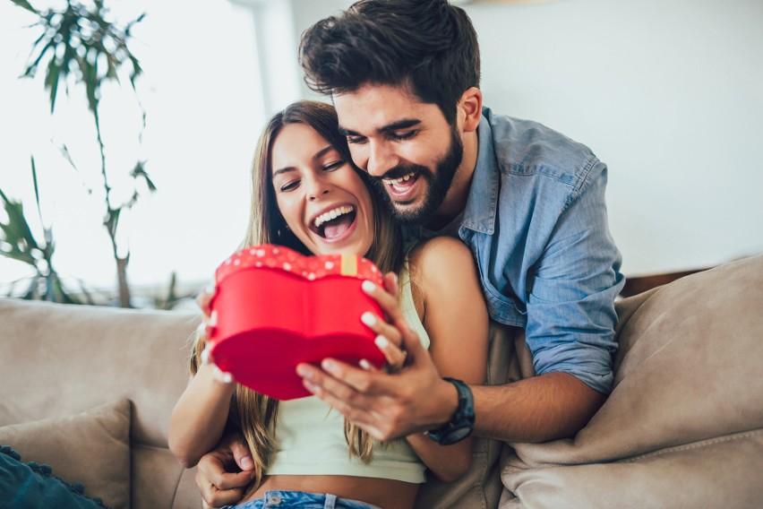 Rocznice ślubu: nazwy i symbolika. Jaki prezent na rocznicę ślubu? Inspiracje na niebanalne podarunki. Niezbędnik dla małżonków