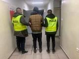 Wulgarne napisy na kościele Ducha Świętego przy ul. Sybiraków w Białymstoku. Policjanci zatrzymali 23-latka. Był już poszukiwany