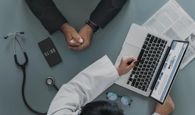 Podczas połączenia pacjent może liczyć na wystawienie e-skierowania, e-recepty lub e-zwolnienia.
