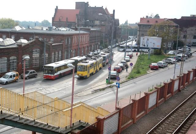 W tym budynku będzie tymczasowy dworzec. Pasażerowie będą z niego korzystać po 1 listopada.