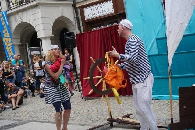 """Miłośnicy Melpomeny w Gniewkowie będą mogli obejrzeć m.in. spektakl """"Morskie opowieści"""" w wykonaniu Teatru Łata"""