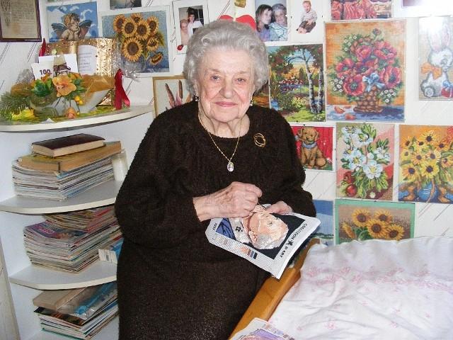 Pasją103-letniej Łucji  Kołackiej jest haftowanie. W jej pokoju  znajduje się galeria dorobku artystycznego sędziwej kruszwiczanki
