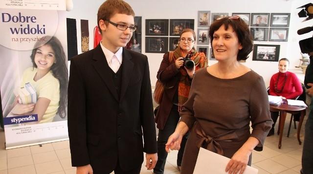 To prawdziwy geniusz matematyczno - informatyczny. Ma także inne ciekawe zainteresowania: uczy się także grać na gitarze i należy do drużyny wędrowniczej Związku Harcerstwa Polskiego - o Łukaszu Joczu mówiła Magdalena Godlewska.