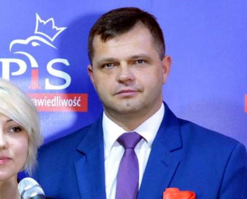 Piotr Gołaszewski, członek władz powiatowych PiS w Łowickiem, nie jest już kierownikiem miejscowej placówki terenowej Kasy Rolniczego Ubezpieczenia Społecznego