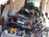 Wjechała do mieszkania w kamienicy! Wypadek w Konstantynowie spowodowała kobieta po narkotykach. Informacje prokuratury 1.10.2020