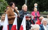 Polskie pieśni patriotyczne zabrzmiały na placu Lotników w Szczecinie