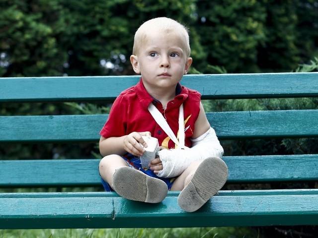 1,5- roczny Mieszko bardzo cierpiał, nim lekarze wreszcie postawili diagnozę i rozpoczęli właściwe leczenie.