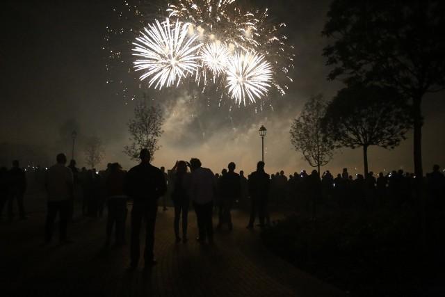 Zachwycające laserowe pokazy w wesołym miasteczku Legendia obejrzała licznie przybyła publiczność