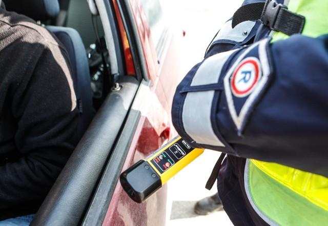 15.02.2017 rzeszow policja akcja trzezwy poranek alkomat badanie trzezwosci kierowcow fot krzysztof kapica