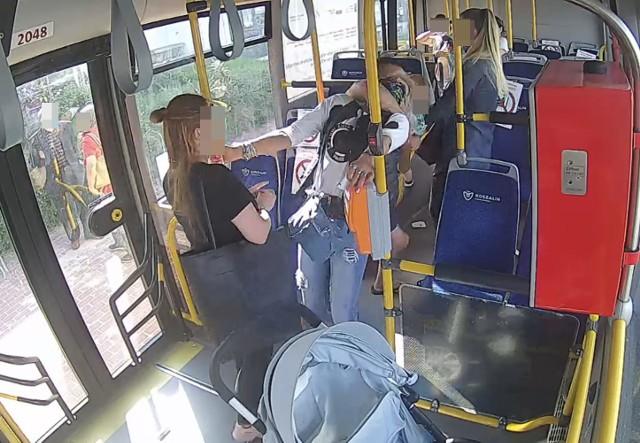 Awantura w autobusie MZK w Koszalinie. Pasażer dusił kontrolerkę [ZDJĘCIA]  | Głos Koszaliński