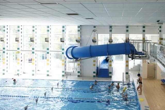 Zjeżdżalnia to największa atrakcja pływalni Akwarium.