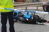 Motocykl zderzył się z samochodem osobowym. Jedna osoba ucierpiała