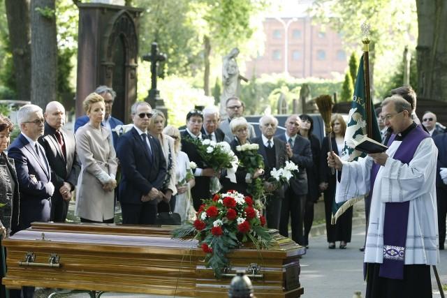 Ponowny pogrzeb mecenas Joanny Agackiej - Indeckiej, ofiary katastrofy smoleńskiej. Spoczęła w grobie na Starym Cmentarzu w Łodzi.