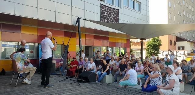 """Krzysztof Igor Krawczyk, znany też jako Krzysztof Krawczyk junior, wystąpił w sobotę (19 czerwca) na scenie amfiteatru przy Domu Kultury """"502"""" na Widzewie w Łodzi"""