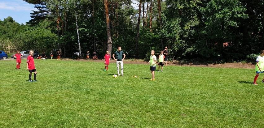 Dzieci zagrały pierwszy mecz z Tomaszem Frankowskim.