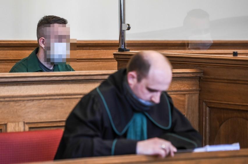 Proces 24-letniego Kamila G. oskarżonego o to, że we...