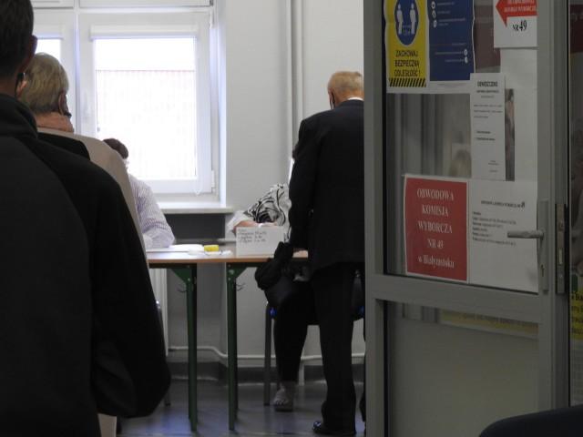 Głosowanie w II turze wyborów prezydenckich w Białymstoku w lokalu przy ul. Ciepłej