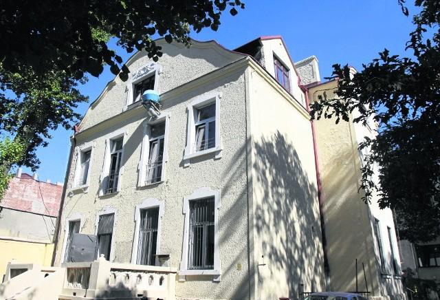 Dawna willa Karola Prusse przy ul. Żeromskiego 52 ma cechy  wczesnego modernizmu i późnej secesji