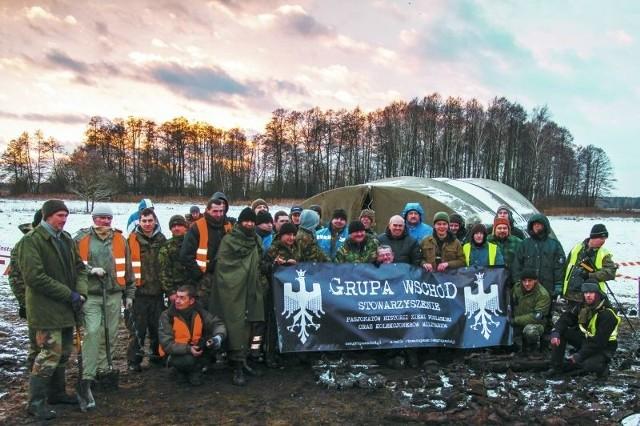 Pasjonaci ze Stowarzyszenia Grupa Wschód uwielbiają też poszukiwać zaginione militaria. Na zdjęciu podczas akcji w Lizie Starej, gdzie znaleźli szczątki niemieckiego czołgu.