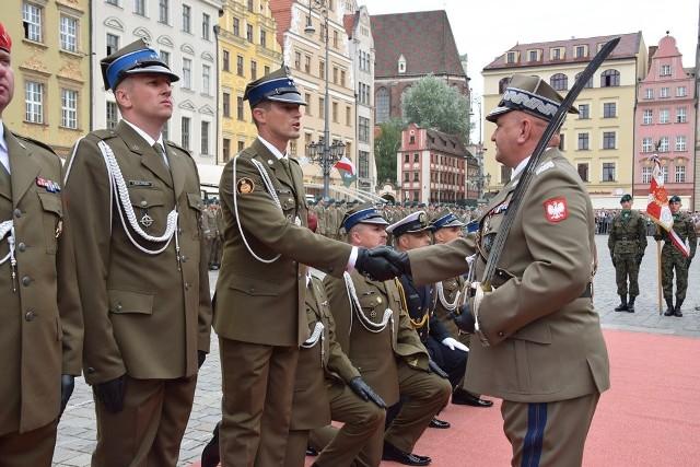 Pierwszy stopień oficerski odebrało dziś 362 absolwentów Wyższej Szkoły Oficerskiej Wojsk Lądowych