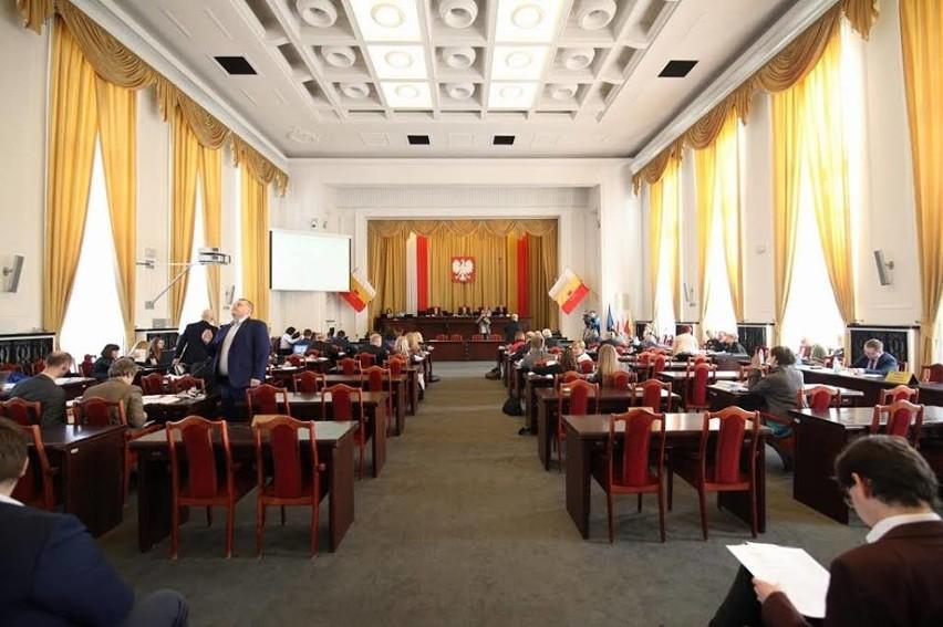 Sesja Rady Miejskiej Łodzi w środę 18 marca odbędzie się bez publiczności, w okrojonym do niezbędnych punktów porządkiem obrad.