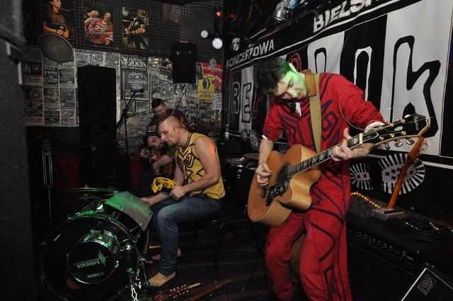 Lwowska kapela Joryj Kłoc znana jest już bielskiej publiczności. Wcześniej występowała w Pub Blues w Bielsku Podlaskim