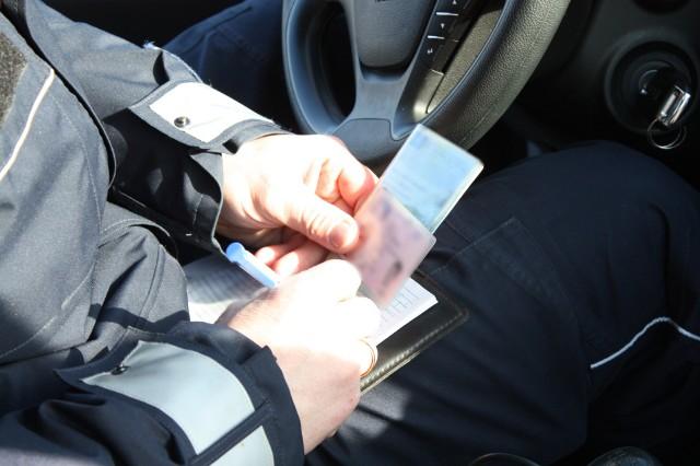 Tylko od początku roku, policjanci z Wydziału Ruchu Drogowego strzeleckiej komendy zatrzymali w 20 przypadkach prawo jazdy kierowcom, którzy przekroczyli prędkość w terenie zabudowanym o ponad 50 km/h.